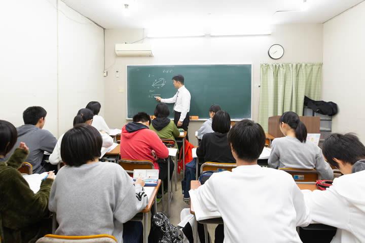 1クラス定員17名と、小規模塾ならではの目の行き届く環境